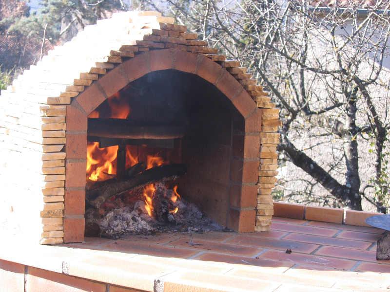 2009 avril four bois artisanal et cologique pizza pain. Black Bedroom Furniture Sets. Home Design Ideas
